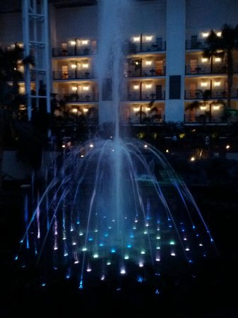 Gaylord Opryland Resort & Convention Center: Water Jet/Light Show