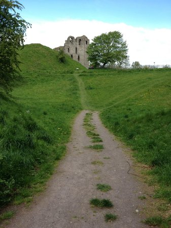 Clun, UK: The walk up