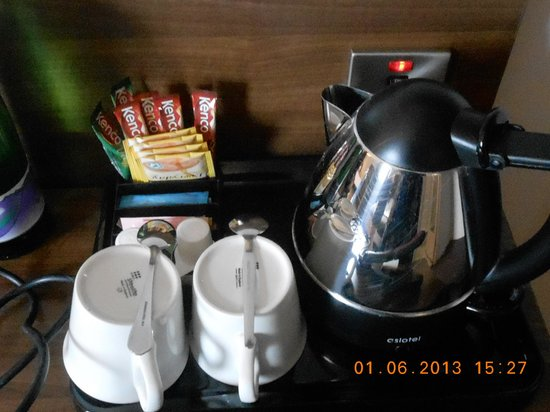 Jurys Inn London Islington: Teas and coffees