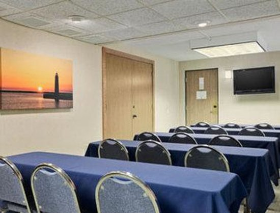Days Inn & Suites Traverse City: Meeting Room