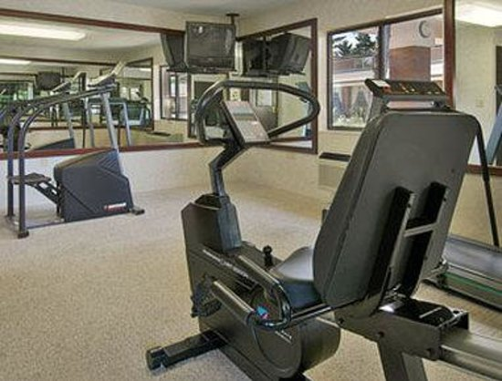 Days Inn & Suites Traverse City: Fitness Center