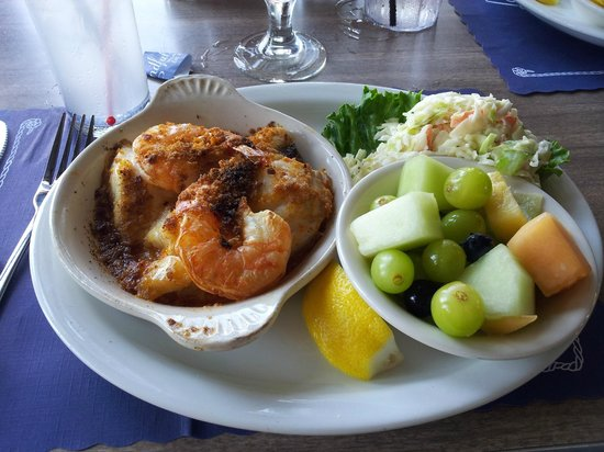Woods Hole, MA: Broiled seafood medley