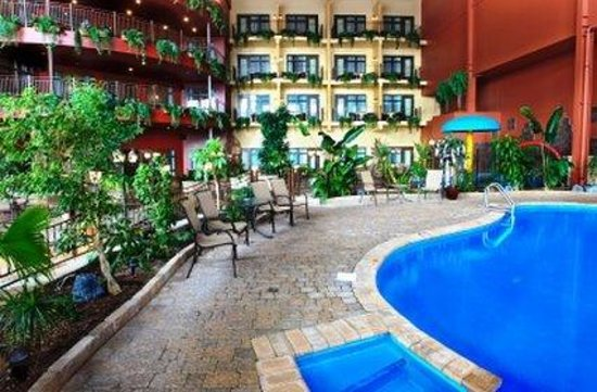 Hotel Ambassadeur Quebec: Indoor Garden and Pool