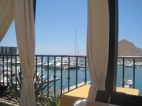 Wyndham Cabo San Lucas Resort: View of the marina from the pool