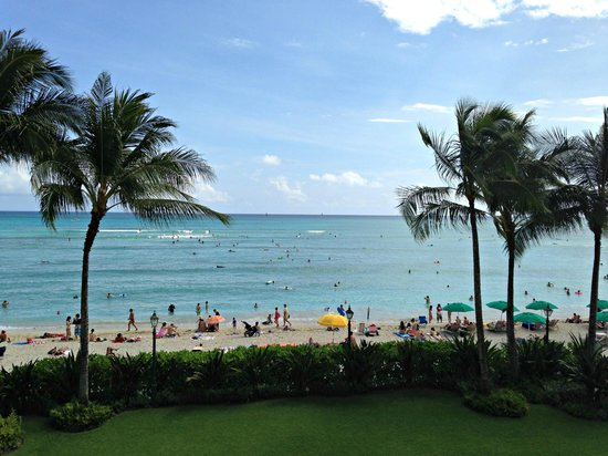 Moana Surfrider, A Westin Resort & Spa: View from Diamond Deluxe Ocean Room (Room #2)