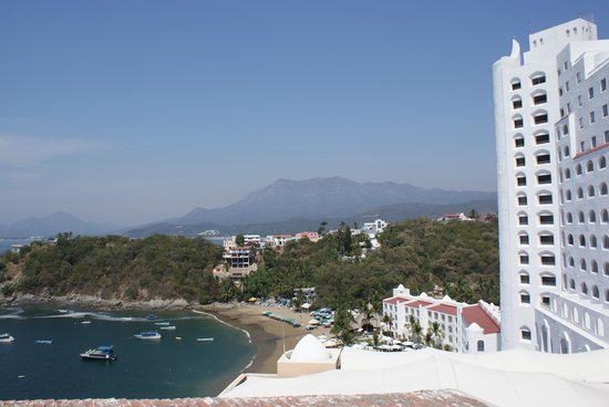 Tesoro Manzanillo: View of Tesoro from nearby cliff