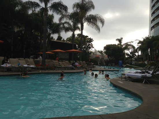 San Diego Marriott Marquis & Marina: Pool at dusk
