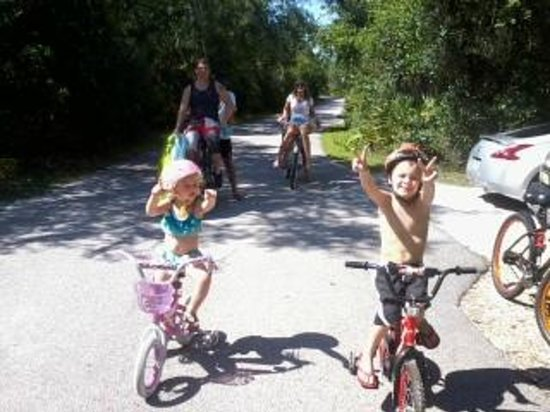 Orange City, FL: kids w/grand kids  visiting us at blue springs s.p.