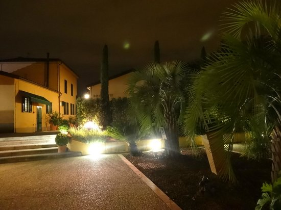 Hotel Villa Cappugi : By night