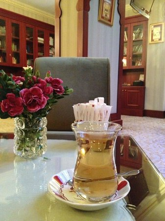 Sirkeci Konak Hotel: the welcome drink  apple tea awesome