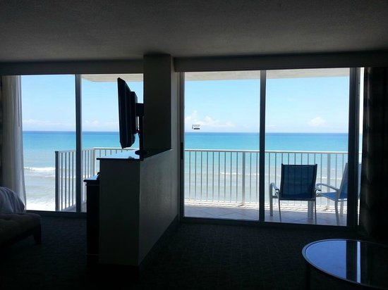 Radisson Suite Hotel Oceanfront: View of balcony