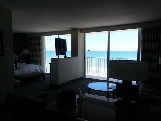 Radisson Suite Hotel Oceanfront: View from desk area
