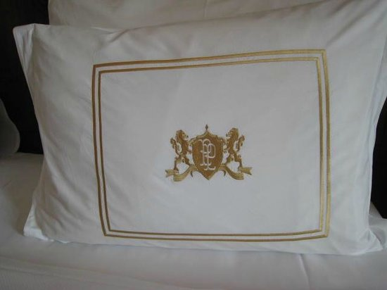 Pera Palace Hotel, Jumeirah: Pillow detail