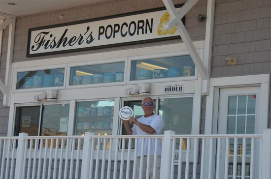 Grand Hotel & Spa: Whats O.C. without Fisher's Famous Popcorn ( white cheese. yum! )