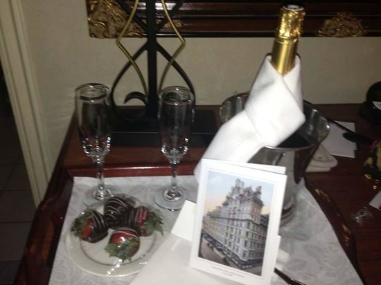 Omni Parker House : Strawberries and champagne