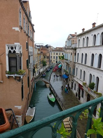 Residenza de l'Osmarin: View of the canal from our terrace