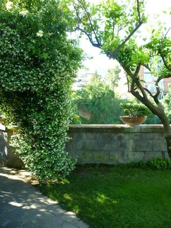 Antiche Mura Hotel: The gardens