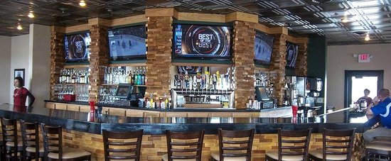 Marshfield, WI : Lumberyard Bar & Grill Attached Restaurant