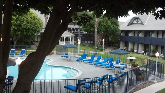 Carlsbad by the Sea Resort: pool area