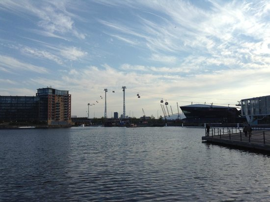 Crowne Plaza London - Docklands: Docklands area and the Emirates Air Line