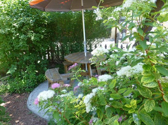 Guerneville, Californie : Garden sitting area
