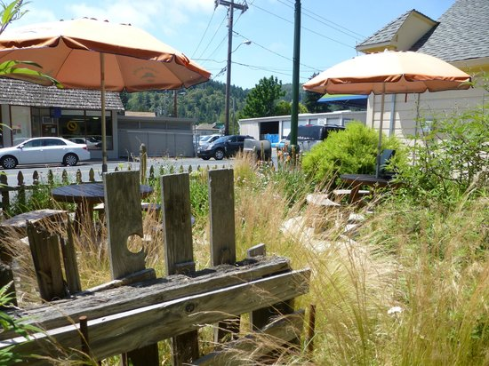 Guerneville, Californie : from the outside tables