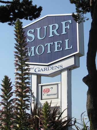 Surf Motel and Gardens: The motel sign
