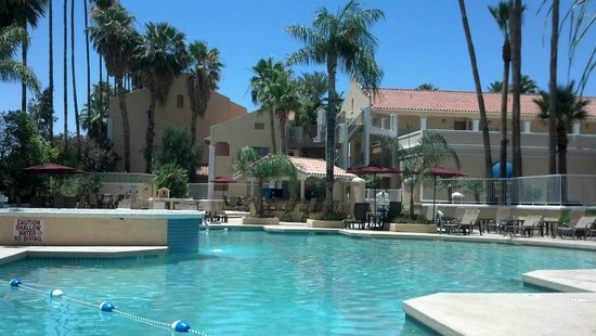 Crowne Plaza San Marcos Golf Resort: Poolside