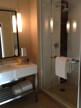 JW Marriott Hotel Los Angeles at L.A. LIVE: Bathroom