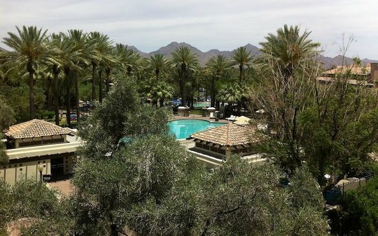 Fairmont Scottsdale: Photo from 4th floor balcony facing east
