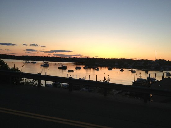 Atlantic Ark Inn: Boothbay Harbor at sunset