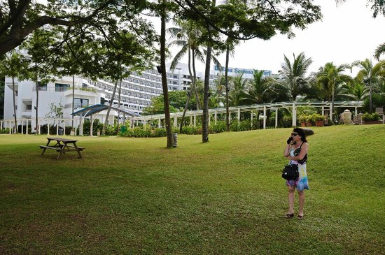 Shangri-La's Rasa Sentosa Resort & Spa, Singapore: Hotel ground