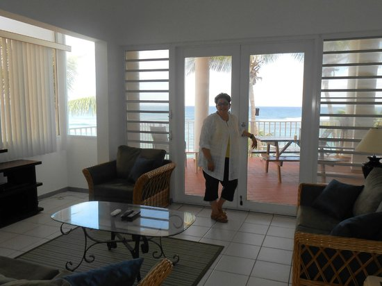 Villa Tropical Oceanfront Apartments on Shacks Beach: Out to terrace