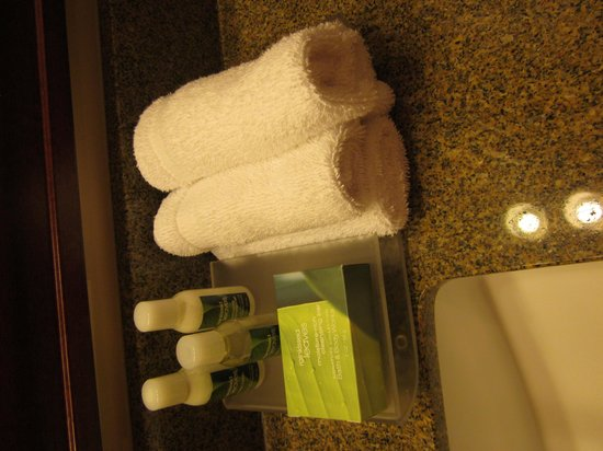 Homewood Suites Seattle Convention Center Pike Street : Bathroom Stuff