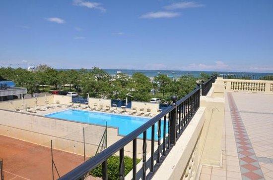 Grand Hotel Cesenatico: Huge terrace off first floor family room!