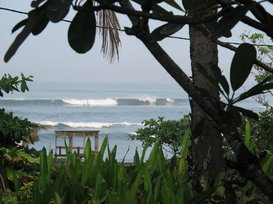 Hotel Tugu Bali: Surfers.Early Morning View from the Lobby