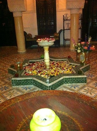 Riad Adriana: common area for tea