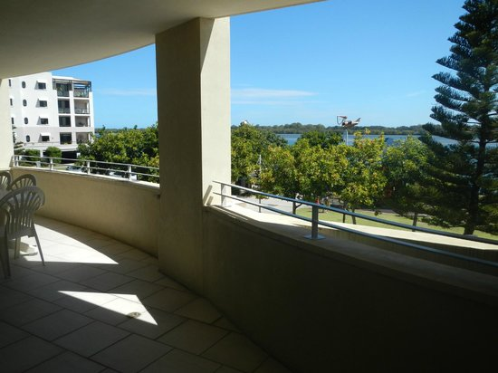 Riverside Holiday Apartments: BALCONY VIEW