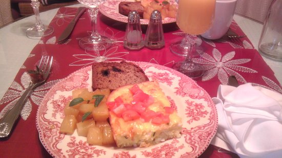 Inn On Charlotte: Breakfast first day