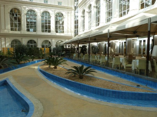 Silken Al-Andalus Palace Hotel: patio central