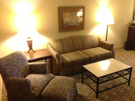 Embassy Suites Orlando Downtown: Grandma's Living Room