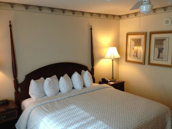 Embassy Suites Orlando Downtown: Grandma's Guest Room