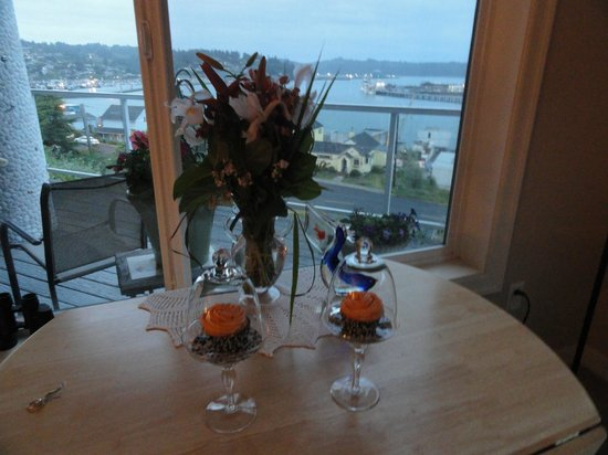 The Lightkeeper's Inn Bed & Breakfast: Dessert with a view