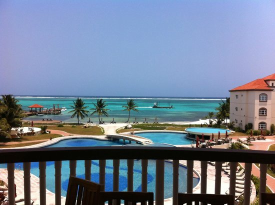 Grand Caribe Belize Resort and Condominiums: View from balcony of One Bedroom Penthouse