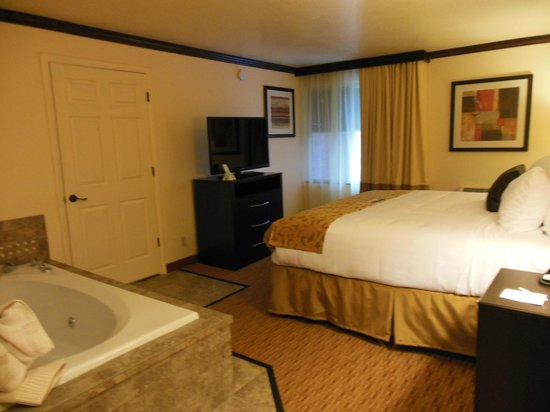 Midvale, UT: 2 ROOM SUITE WITH PRIVACY DOOR