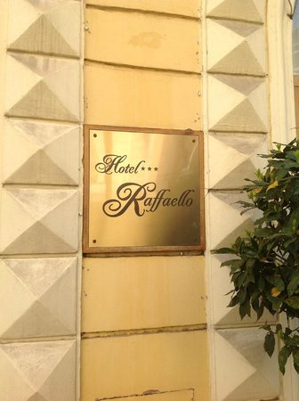 Raffaello Hotel: Entry sign