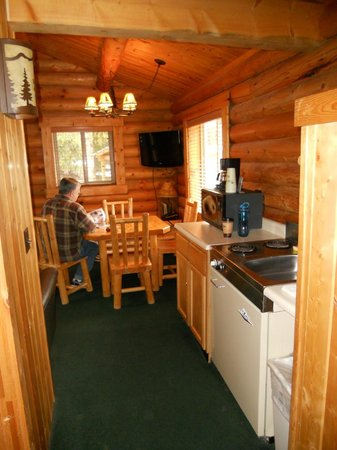 Togwotee Mountain Lodge: kitchen/dining area