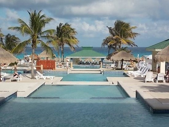 Iberostar Cancun: top of the pool view
