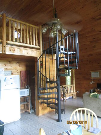 Tree House Cabins at River of Life Farm: Inside of cabin