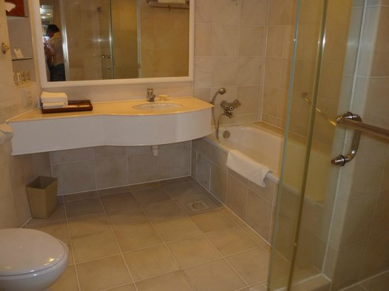 Holiday Inn Resort Penang: Bathroom